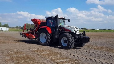 STEYR 4145 PROFI CVT. FINALISTA TRACTOR OF THE YEAR 2017